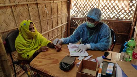 Dr. Mohammad Aowfee Khan giving medical support in Rohingya camp