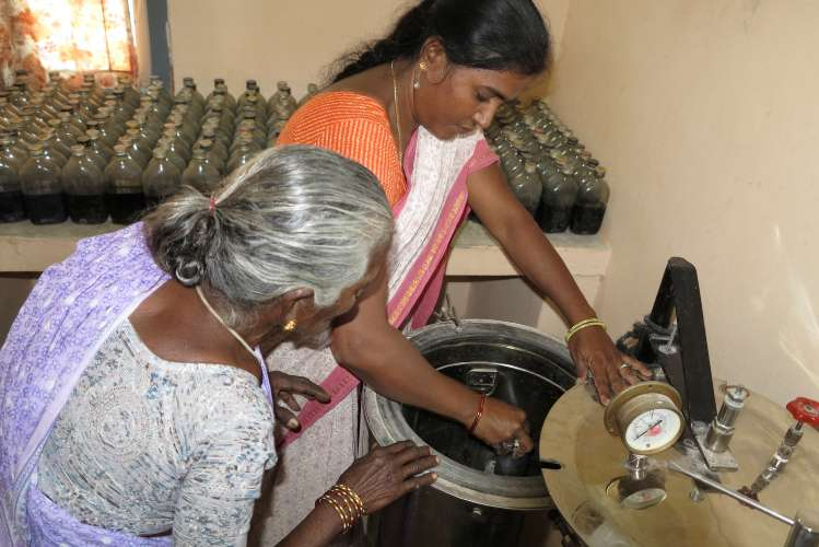 Our partner SAAL supports a group of 12 women who produce natural bio-inputs as alternatives to chemical fertilisers and pesticides in Tamil Nadu, India. Trained at Tamil Nadu Agricultural University, the group has been making and selling their bio-inputs to farmers for over 10 years and demand is increasing.