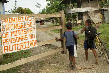 Two children entering a humanitarian zone in Colombia