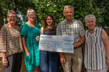Welsh Presbyterians present their cheque